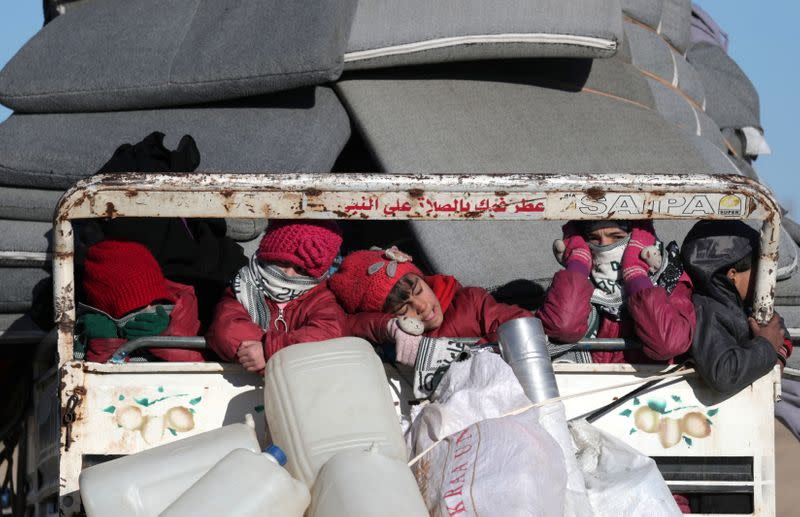 Thousands flee northwest Syria as Assad pushes closer to Idlib city