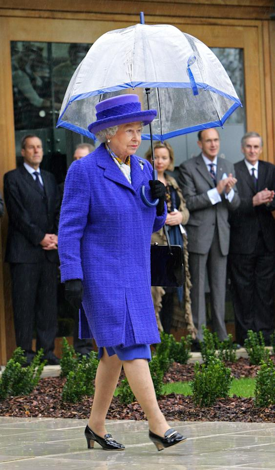 <p>During a visit to the National Tennis Centre in Roehampton in 2007, the Queen didn't let a stop of rain ruin her look. [Photo: PA] </p>