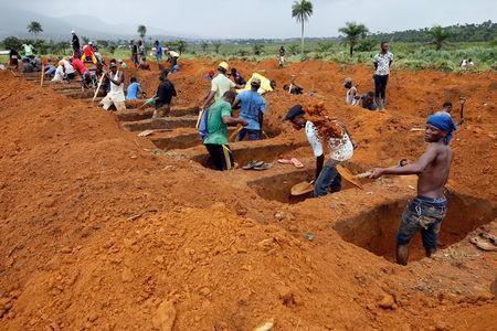 Workers are seen digging graves at Paloko cemetery in Waterloo, Sierra Leone August 17, 2017. REUTERS/Afolabi Sotunde