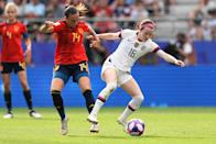 Virginia Torrecilla of Spain defending against Rose Lavelle of the USA during the 2019 FIFA Women's World Cup France Round Of 16 match between Spain and USA at Stade Auguste Delaune on June 24, 2019 in Reims, France. (Photo by Daniela Porcelli/Getty Images)