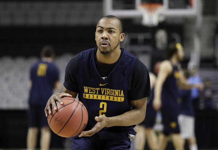 Jevon Carter announced Monday he's returning to West Virginia. (AP)