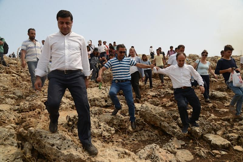 The leader of Turkey's main pro-Kurdish Peoples' Democratic Party Selahattin Demirtas (L) and his delegation walk through a field after the road leading to Cizre was blocked by the Turkish security forces on September 10, 2015, in Sirnak (AFP Photo/Ilyas Akengin)