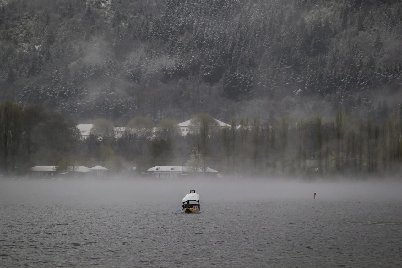 <p>A Kashmiri boatman paddles his shikara amid dense fog on Dal Lake after fresh snowfall in the outskirts of Srinagar, Kashmir, Thursday, April 6, 2017. Heavy snowfall and rains have forced authorities in Kashmir to close schools and colleges even as the only all weather road link that connects the Kashmir valley to the rest of India has been cut off. (AP Photo/Dar Yasin) </p>