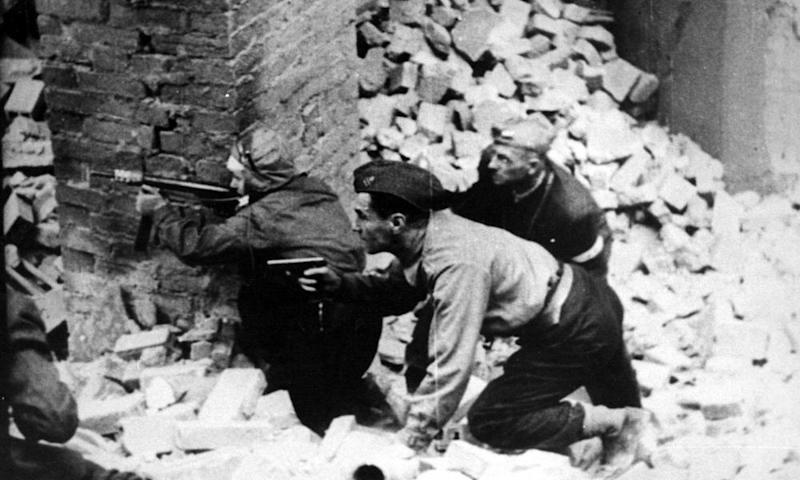 Insurgents fight German soldiers during the Warsaw Uprising in July 1944.