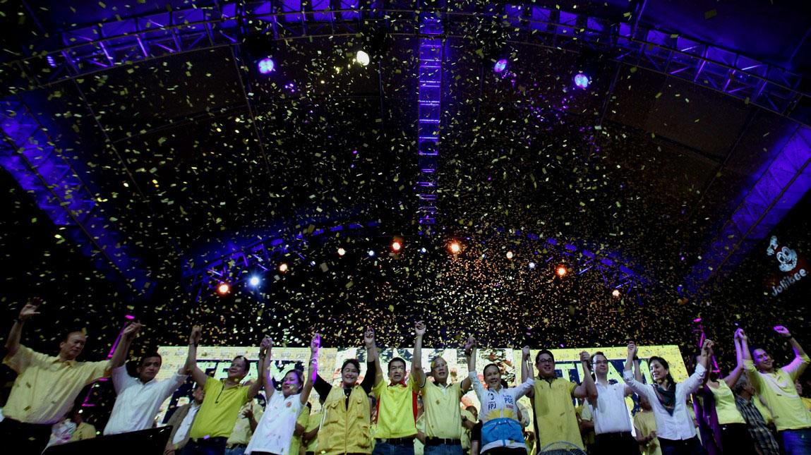 """Liberal Party (LP) chairman President Benigno S. Aquino III raises the hands of the Senatorial candidates during the Team PNoy Senate Campaign Launch at the Plaza Miranda in Quiapo, Manila City on Tuesday (February 12, 2013). The administration candidates for the midterm elections are Aurora Lone District Representative Juan Edgardo """"Sonny"""" Angara, former National Youth Commission (NYC) chairperson Paolo Benigno """"Bam"""" Aquino IV, former Akbayan Partylist Representative Ana Theresia """"Risa"""" Hontiveros-Baraquel, Senators Alan Peter """"Compañero"""" Cayetano and Francis Joseph """"Chiz"""" Escudero, former Movie and Television Review and Classification Board (MTRCB) chairperson Mary Grace Poe-Llamanzares, Senator Loren Legarda, former Senators Maria Ana Consuelo """"Jamby"""" Madrigal and Ramon Magsaysay, Jr., Senators Aquilino Martin """"Koko"""" Pimentel III and Antonio """"Sonny"""" Trillanes IV, and former Las Piñas Representative Cynthia Villar. Team PNoy is the coalition of the Liberal Party (LP), Nacionalista Party (NP), Nationalist People's Coalition (NPC), Laban ng Demokratikong Pilipino (LDP) and the Akbayan Citizens' Action Party (Akbayan). The latest survey shows the Filipinos' high preference for Team PNoy senatorial candidates is an indication of their confidence to President Aquino and his team. (Photo by: Jay Morales/MPB/NPPA Images)"""