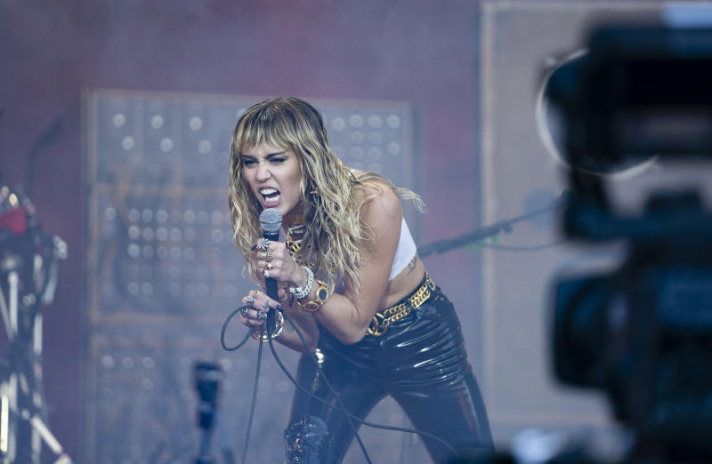 GLASTONBURY, ENGLAND - JUNE 30: Miley Cyrus performs on The Pyramid Stage during day five of Glastonbury Festival at Worthy Farm, Pilton on June 30, 2019 in Glastonbury, England. (Photo by Ki Price/Getty Images)
