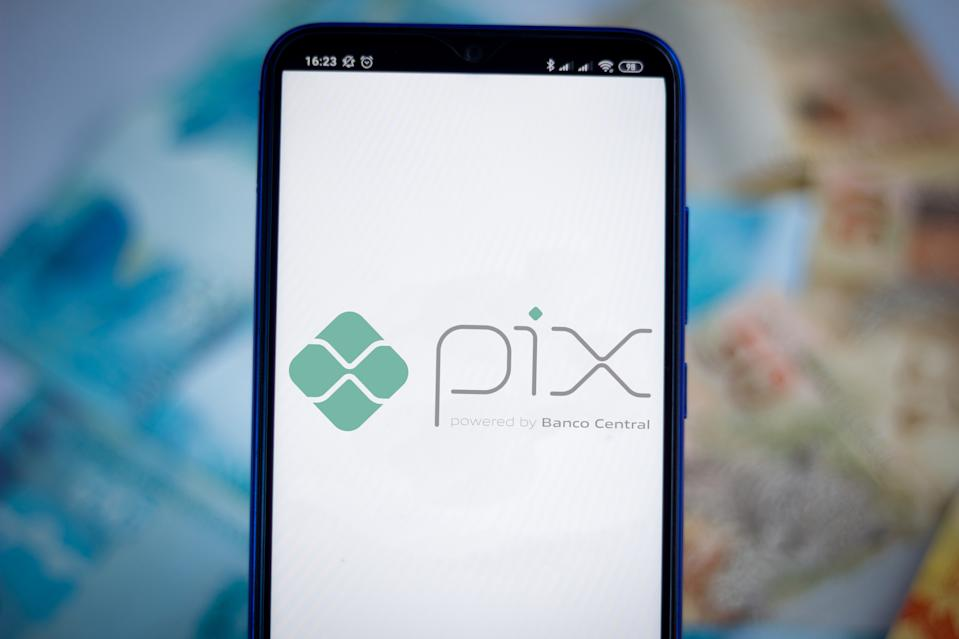 BRAZIL - 2020/10/07: In this photo illustration the Pix powered by Banco Central logo seen displayed on a smartphone. It is an electronic payment system in Brazil. (Photo Illustration by Rafael Henrique/SOPA Images/LightRocket via Getty Images)