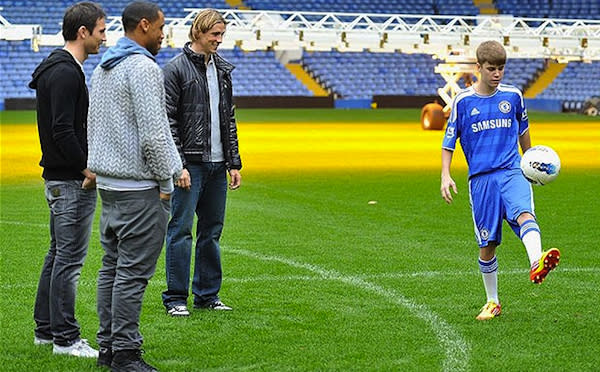 """""""The Beebs"""" dazzles Torres, Lampard and musician Reggie Yates. (Getty Images)"""