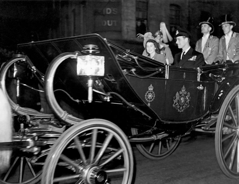 <p>A horse-drawn carriage took Elizabeth and Philip from Buckingham Palace, with blankets, hot-water bottles, and Elizabeth's favorite corgi, the improbably named Susan, to keep them warm. </p>