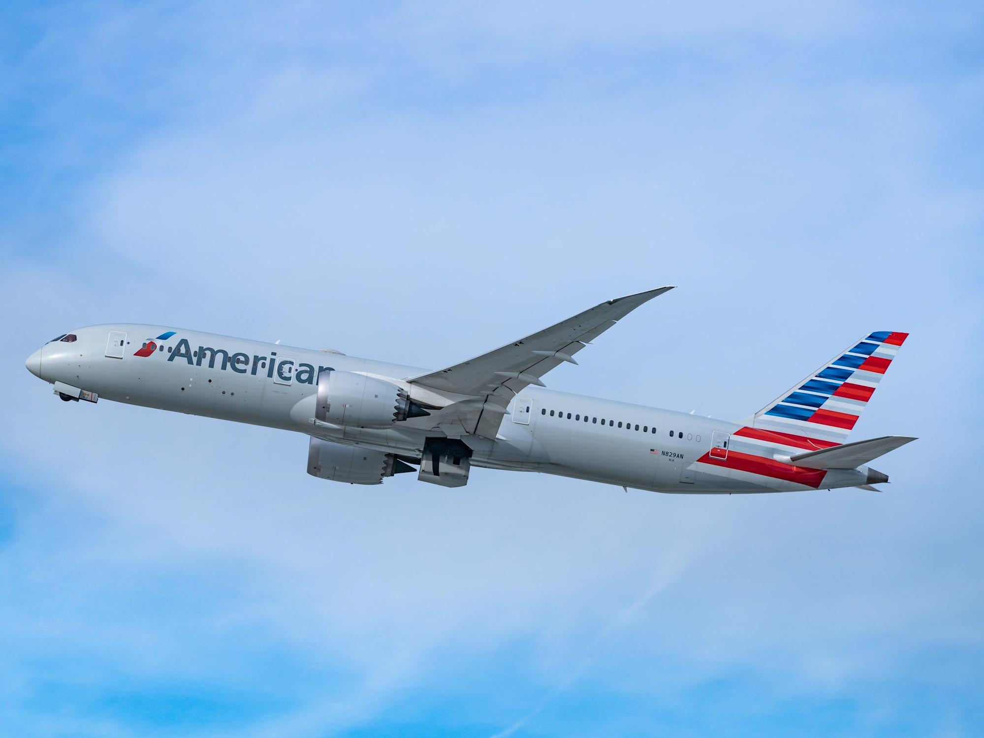American Airlines flight diverted to Phoenix after passengers fight over racial slur - Yahoo News