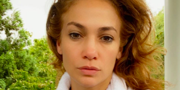 "Jennifer Lopez posted a makeup-free ""morning face"" selfie and obviously she looks incredible"