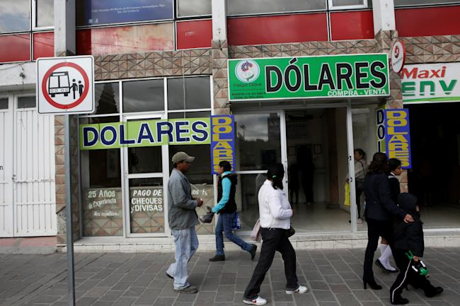 US Mexico remittances exchange rate dollar peso migrants immigrants