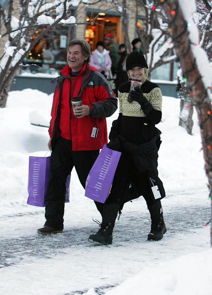 """Kate Hudson and her father Kurt Russell managed to grab some gifts and coffee while in Aspen. <a href=""""http://www.infdaily.com"""" target=""""new"""">INFDaily.com</a> - December 26, 2007"""