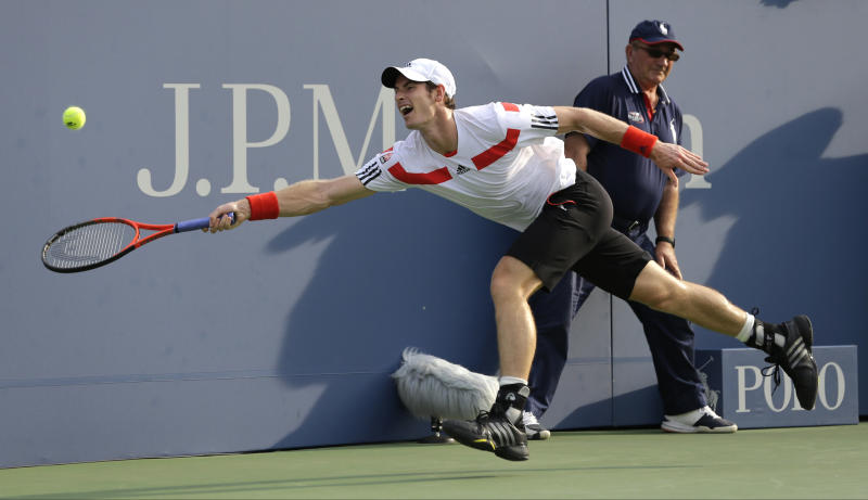 Andy Murray of Great Britain returns a shot against Leonardo Mayer of Argentina during the second round of the 2013 U.S. Open tennis tournament, Friday, Aug. 30, 2013, in New York. (AP Photo/Mike Groll)