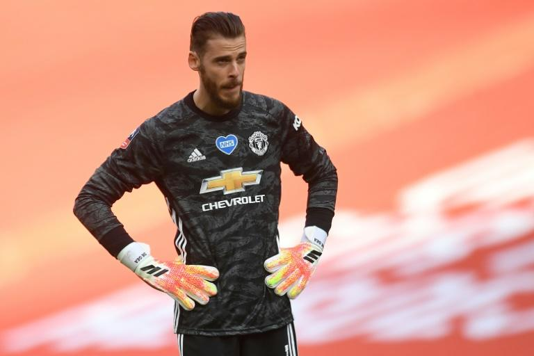 De Gea shrugs off criticism, says he is still safe pair of hands