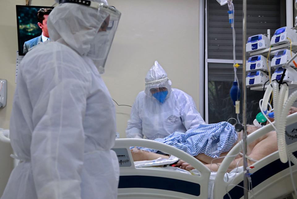 A patient infected with COVID-19 is treated at the Intensive Care Unit of the Santa Casa de Misericordia Hospital in Porto Alegre, Brazil, on August 13, 2020. - The occupancy of ICU beds by COVID-19 patients has risen and reached the highest mark since the beginning of the pandemic in Porto Alegre, where only a 9.4% of UCI beds remain empty. (Photo by SILVIO AVILA / AFP) (Photo by SILVIO AVILA/AFP via Getty Images)
