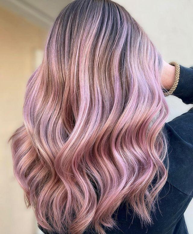 "<p>Balayage rosa zucchero filato.</p><p><a href=""https://www.instagram.com/p/CM7YNIeH-uo/"" rel=""nofollow noopener"" target=""_blank"" data-ylk=""slk:See the original post on Instagram"" class=""link rapid-noclick-resp"">See the original post on Instagram</a></p>"