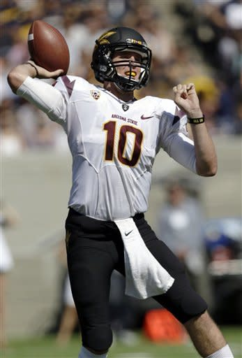 Arizona State quarterback Taylor Kelly throws against California during the first half of an NCAA college football game in Berkeley, Calif., Saturday, Sept. 29, 2012. (AP Photo/Marcio Jose Sanchez)