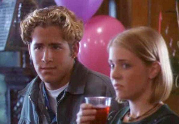 Ryan Reynolds and Melissa Joan Hart starred in the
