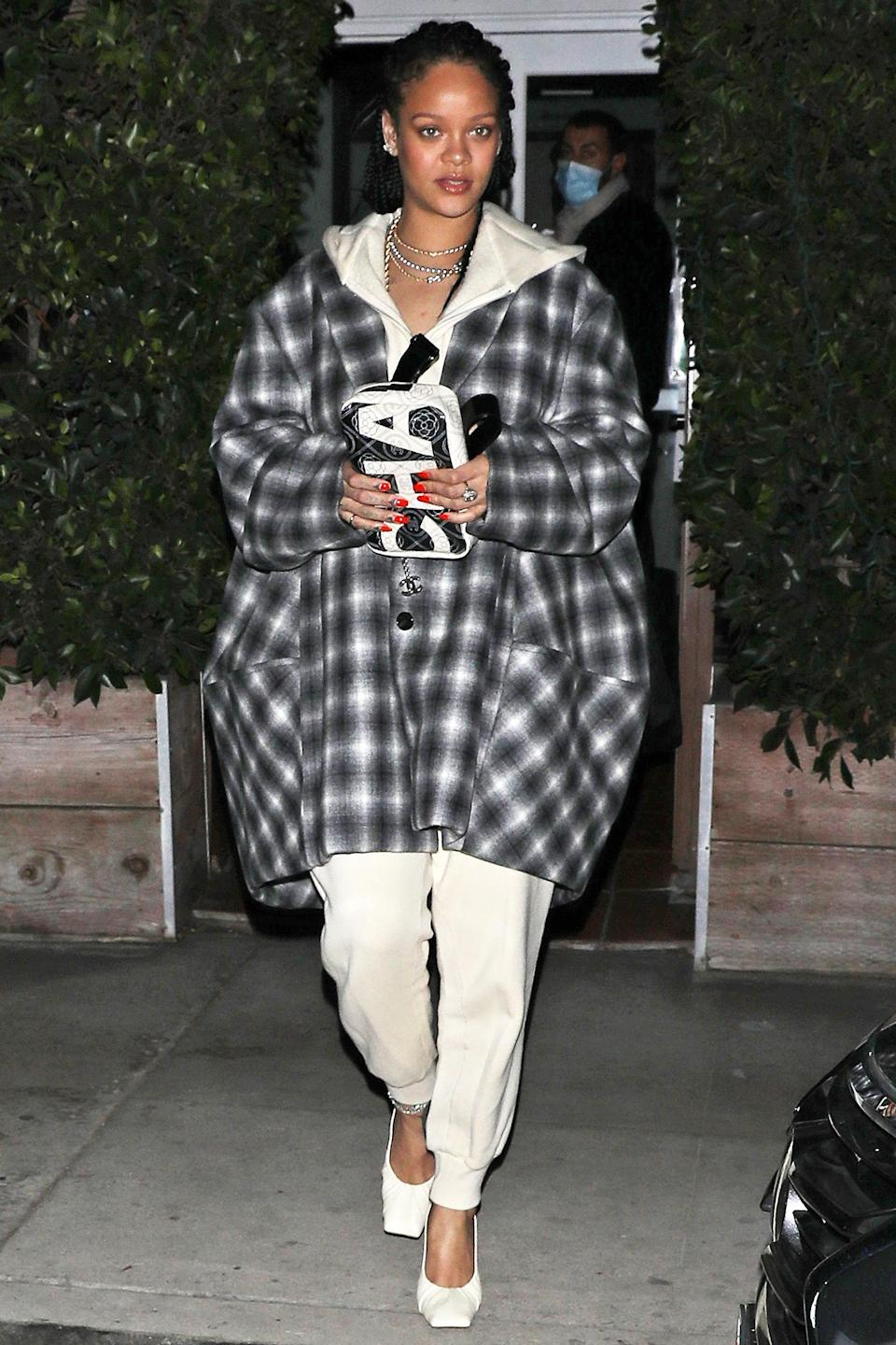 <p>Rihanna was spotted leaving Italian restaurant Giorgio Baldi in Santa Monica, California, after getting dinner with a friend. </p>