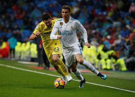 Soccer Football - La Liga Santander - Real Madrid vs Villarreal - Santiago Bernabeu, Madrid, Spain - January 13, 2018 Real Madrid's Cristiano Ronaldo in action with Villarreal's Daniele Bonera REUTERS/Javier Barbancho