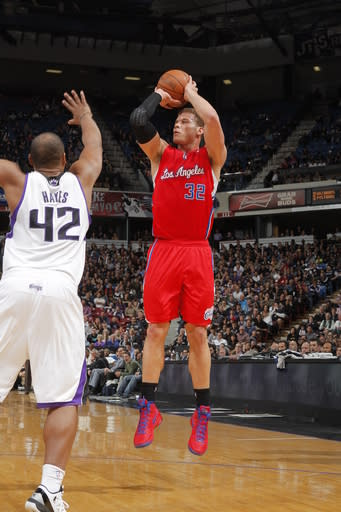 SACRAMENTO, CA - APRIL 5: Blake Griffin #32 of the Los Angeles Clippers shoots the ball against Chuck Hayes #42 of the Sacramento Kings on April 5, 2012 at Power Balance Pavilion in Sacramento, California. (Photo by Rocky Widner/NBAE via Getty Images)