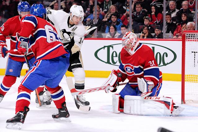 MONTREAL, QC - NOVEMBER 23: Carey Price #31 of the Montreal Canadiens stops the puck in front of Chris Kunitz #14 of the Pittsburgh Penguins during the NHL game at the Bell Centre on November 23, 2013 in Montreal, Quebec, Canada. (Photo by Richard Wolowicz/Getty Images)