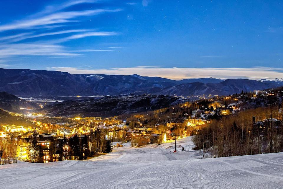 <p>Sleigh the night away while overlooking the city in Aspen. </p>