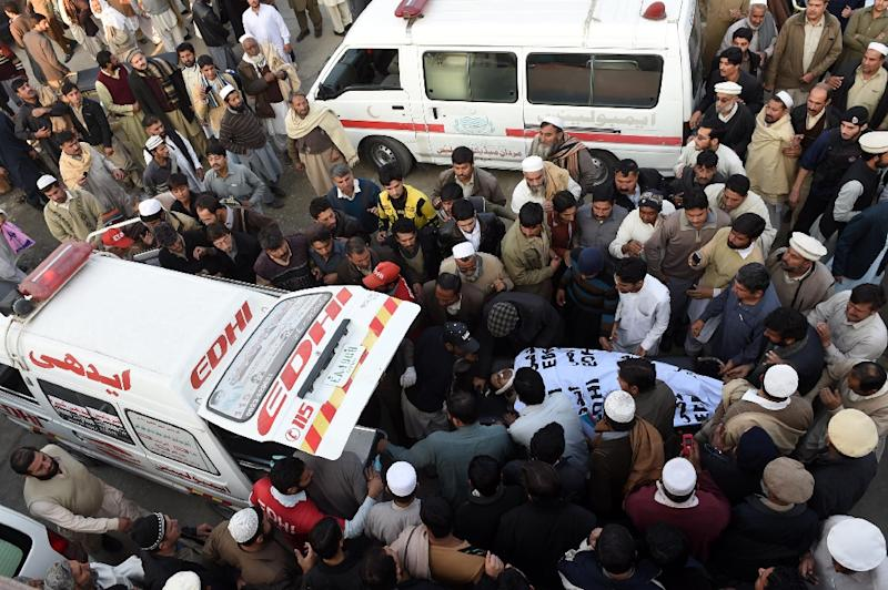 A victim is taken to an ambulance after a Taliban suicide bomber carried out an attack at a government building on December 29, 2015 (AFP Photo/A. Majeed)