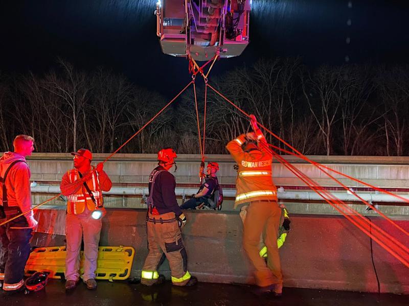 Good Samaritan survives 23-metre fall off highway bridge in US