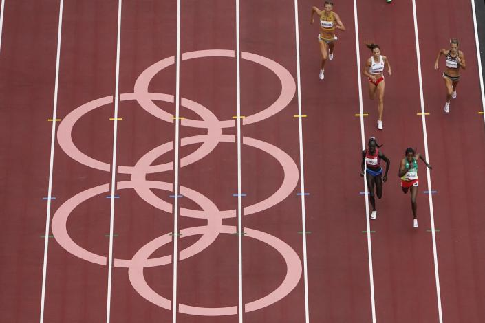 Habitam Alemu, of Ethiopia, and Athing Mu, of United States, head to the finish competes during the first round of the women's 800-meter at the 2020 Summer Olympics, Friday, July 30, 2021, in Tokyo. (AP Photo/Morry Gash)