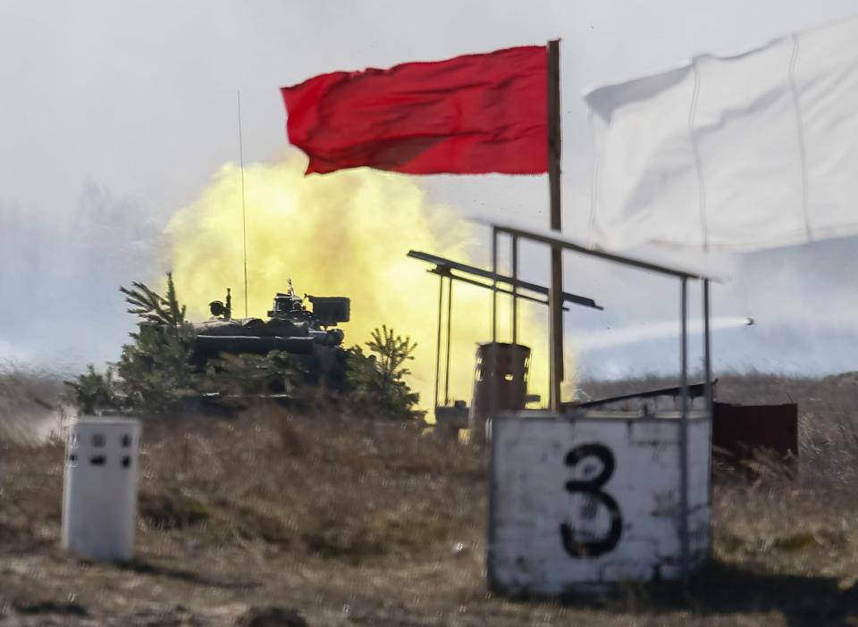 A Ukrainian tank takes part in a military exercise near the village of Goncharivske March 14, 2014. The U.S. president said on Friday he still hopes for a diplomatic solution to the Ukraine crisis heading into a pivotal weekend. REUTERS/Gleb Garanich