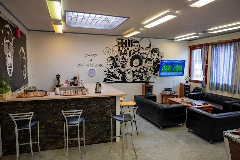 """The """"sport & culture café"""" at Romerike Prison, about 20 miles outside Oslo, where inmates can spend some of their spare time. (Photo: SVT/John Stark)"""