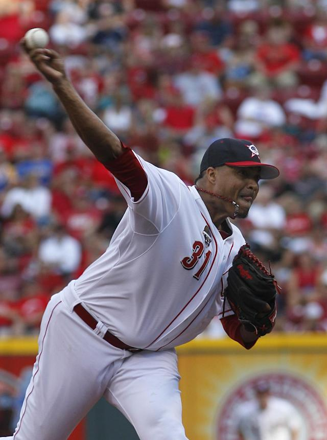Cincinnati Reds' Alfredo Simon pitches against the Milwaukee Brewers in the first inning of their baseball game in Cincinnati, Friday July 4, 2014. (AP Photo/Tom Uhlman)