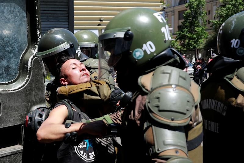 Members of security forces detain a demonstrator during an anti-government protests in Santiago, Chile on Oct. 28, 2019. (Photo: Henry Romero/Reuters)