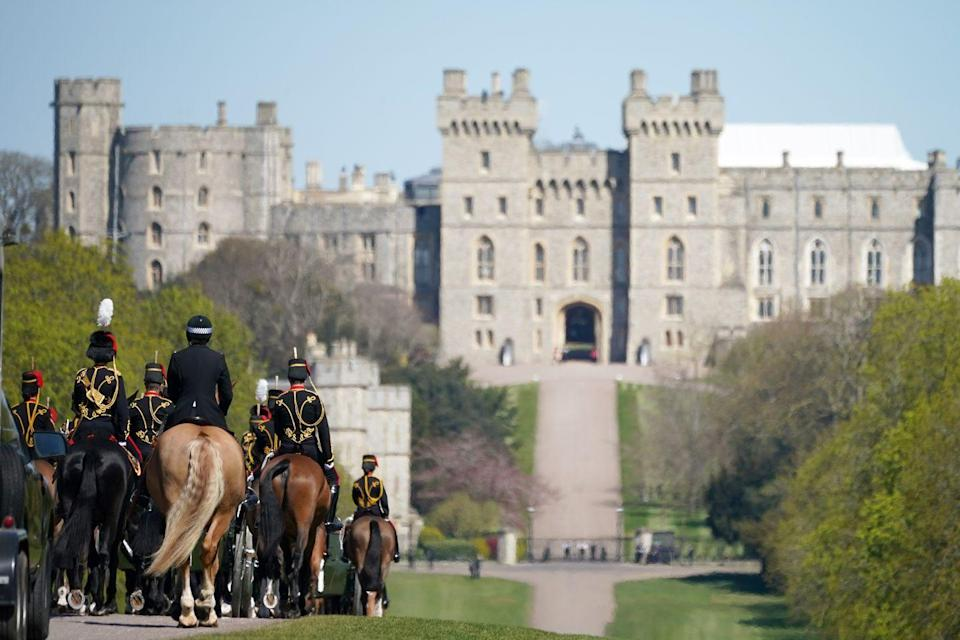 <p>The King's Troop Royal Horse Artillery arrive at Windsor Castle for funeral proceedings. </p>