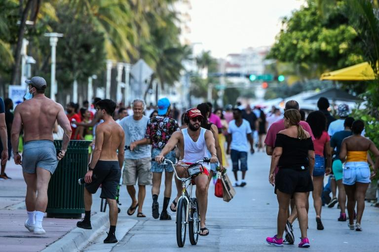 Fun-seekers out and about on Ocean Drive in Miami Beach, Florida on June 26, 2020 -- itching for a good time after months of lockdown (AFP Photo/CHANDAN KHANNA)