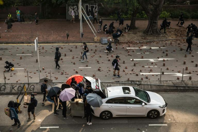 Protesters ripped up paving stops to block roads near the Hong Kong Polytechnic University (AFP Photo/DALE DE LA REY)