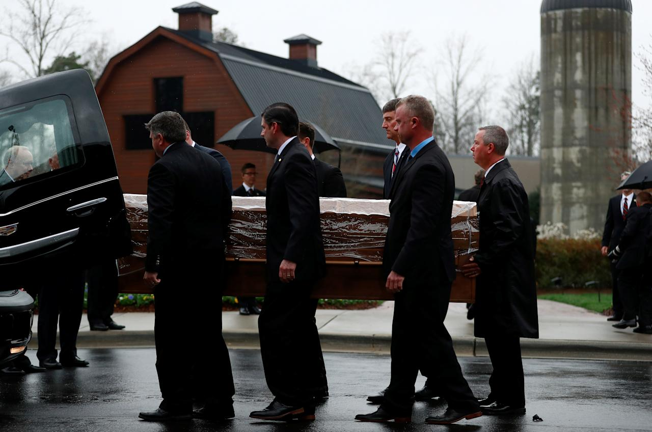 <p>The casket containing the late U.S. evangelist Billy Graham is received by his family and others at the Billy Graham Library in Charlotte, N.C., March 1, 2018. (Photo: Leah Millis/Reuters) </p>
