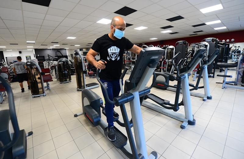 Gym reopen France masks cardio equipment