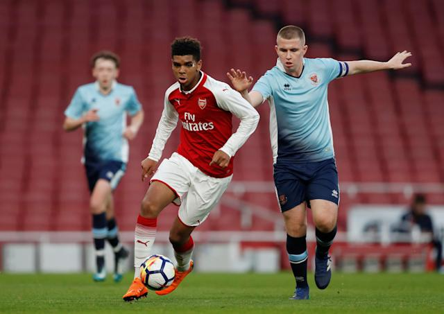 Soccer Football - FA Youth Cup Semi Final Second Leg - Arsenal vs Blackpool - Emirates Stadium, London, Britain - April 16, 2018 Arsenal's Tyreece John Jules in action with Blackpool's Ben Jacobson Action Images/Matthew Childs