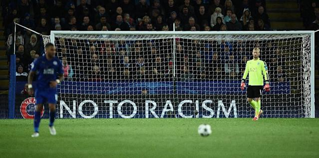 Leicester's Kasper Schmeichel (R) stands in his goal as an anti-racism banner is displayed behind him during his match against Copenhagen in Leicester, central England on October 18, 2016 (AFP Photo/Oli Scarff)
