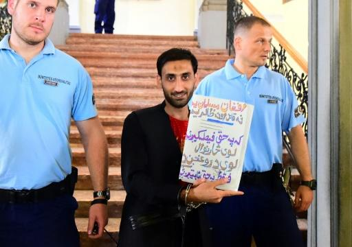 """At the start of his trial last June, Samsoor Lahoo held up a Pashto language sign reading """"I am neither a killer, nor an oppressor"""""""