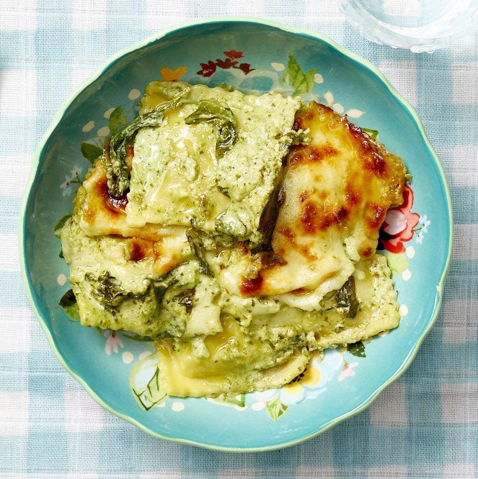 "<p>This vegetarian dinner comes together in under an hour. Customize it to your dad's liking by using ravioli filled with his favorite filling. </p><p><a href=""https://www.thepioneerwoman.com/food-cooking/recipes/a35938405/baked-spinach-ravioli-with-pesto-cream-sauce-recipe/"" rel=""nofollow noopener"" target=""_blank"" data-ylk=""slk:Get Ree's recipe."" class=""link rapid-noclick-resp""><strong>Get Ree's recipe.</strong></a></p><p><a class=""link rapid-noclick-resp"" href=""https://go.redirectingat.com?id=74968X1596630&url=https%3A%2F%2Fwww.walmart.com%2Fsearch%2F%3Fquery%3Dwhisks&sref=https%3A%2F%2Fwww.thepioneerwoman.com%2Ffood-cooking%2Fmeals-menus%2Fg36109352%2Ffathers-day-dinner-recipes%2F"" rel=""nofollow noopener"" target=""_blank"" data-ylk=""slk:SHOP WHISKS"">SHOP WHISKS</a></p>"