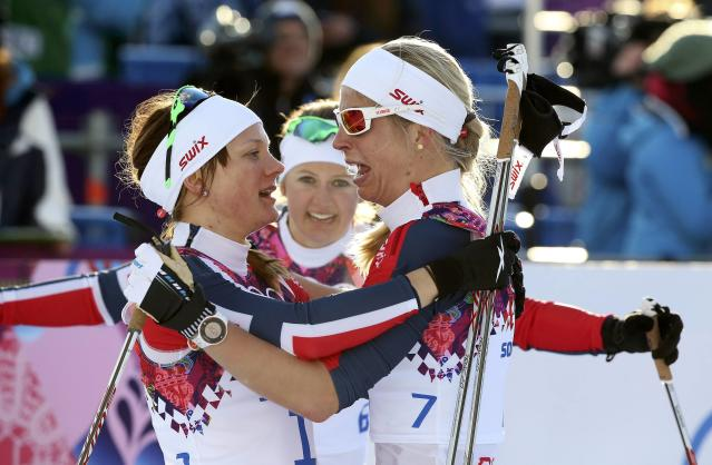 Winner Maiken Caspersen Falla (L) of Norway celebrates with her team mates, second placed Ingvild Flugstad Oestberg (C) and Astrid Uhrenholdt Jacobsen after competing in the women's cross-country sprint free final at the Sochi 2014 Winter Olympic Games in Rosa Khutor February 11, 2014. REUTERS/Sergei Karpukhin (RUSSIA - Tags: OLYMPICS SPORT SKIING)