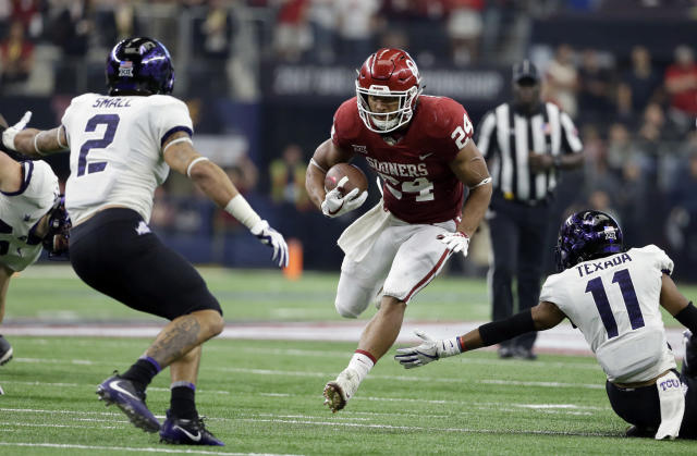 """<a class=""""link rapid-noclick-resp"""" href=""""/ncaaf/players/251153/"""" data-ylk=""""slk:Rodney Anderson"""">Rodney Anderson</a> is Oklahoma's leading rusher in 2017. (AP Photo/Tony Gutierrez)"""