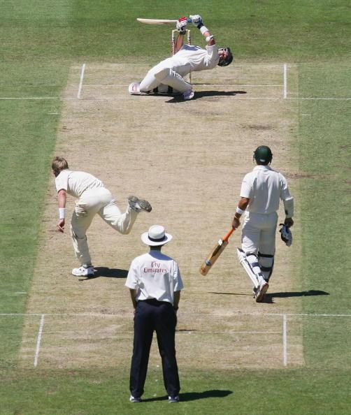 SYDNEY, NSW - JANUARY 03:  Jacques Kallis of South Africa ducks a bouncer from Brett Lee of Australia during day two of the Third Test between Australia and South Africa played at the SCG on January 3, 2006 in Sydney, Australia.  (Photo by Hamish Blair/Getty Images)