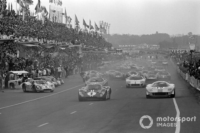 """Dan Gurney, A.J. Foyt, Shelby American, Brian Muir, Jacky Ickx, John Wyer Automotive, Mark Donohue, Bruce McLaren, Shelby American <span class=""""copyright"""">LAT Images</span>"""