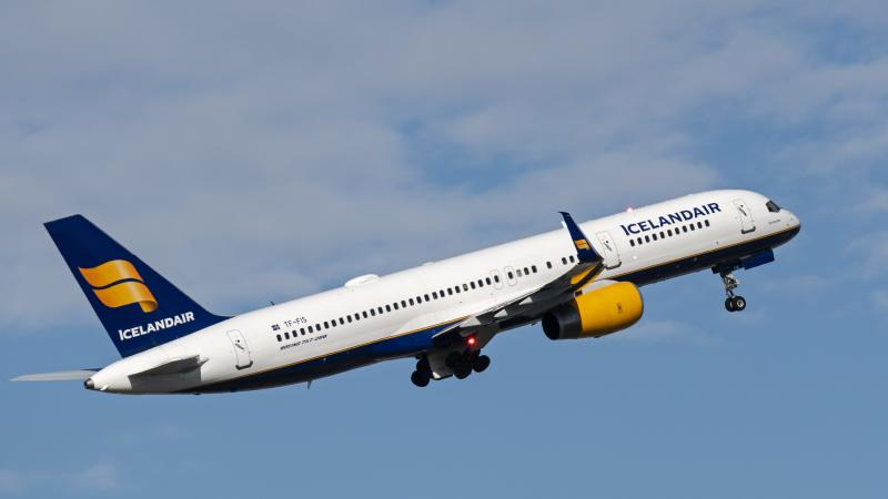 Icelandair flight makes emergency landing in Quebec due to cracked window