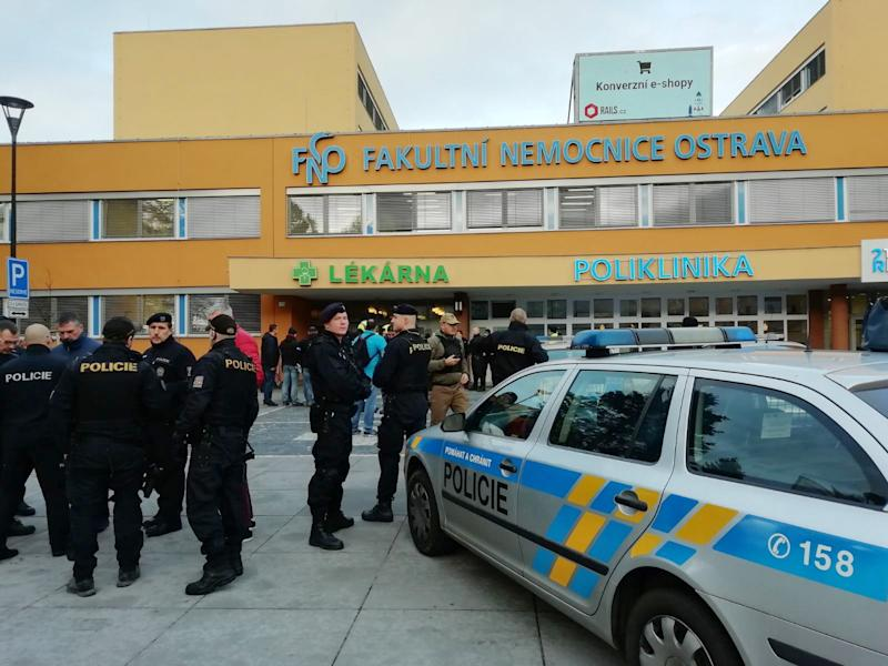 Police officers outside Ostrava city hospital on Tuesday: @PolicieCZ